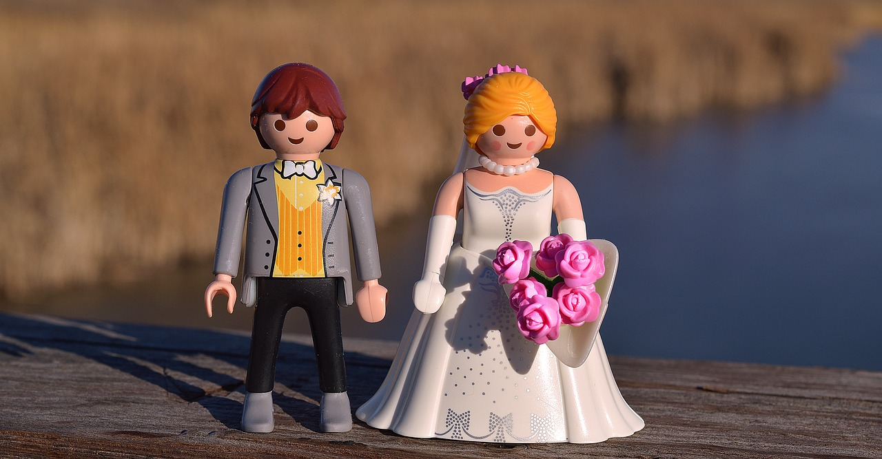 Picture of Lego figurines wedding